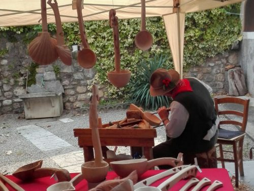 """Carnia: si è ripetuta anche nel 2016 la """"Magia del legno"""" a Sutrio"""